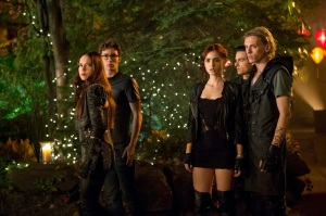The Mortal Instruments City of Bones.party chez Magnus Bane