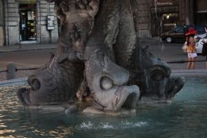 Fontana_del_Tritone_Fish_Heads